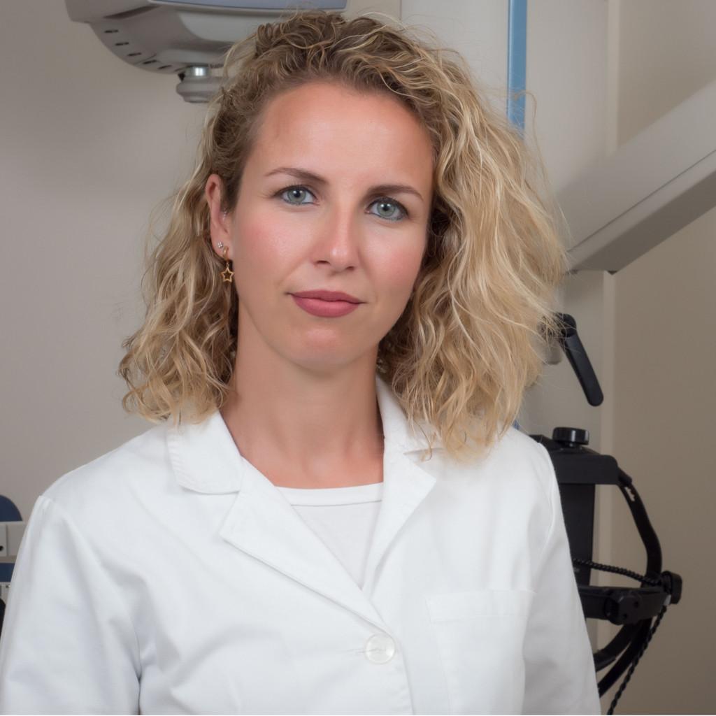 Salomé Abenza - Especialista en Blefaroplastia y cirugía de párpados