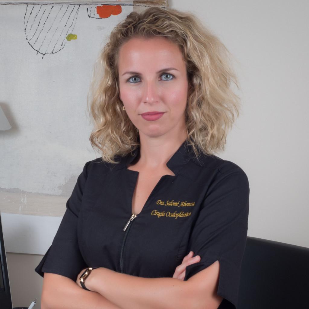 Salomé Abenza - Oftalmóloga especializada en cirugía de párpados